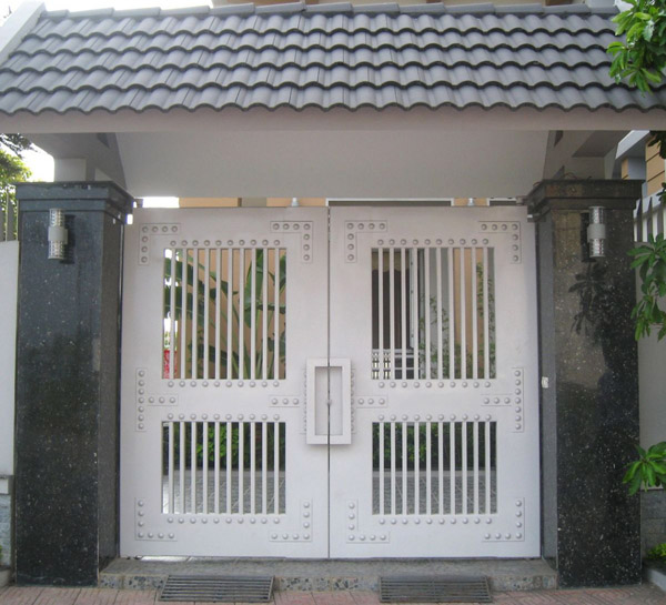 Cổng cửa sắt 2 cánh màu trắng cao cấp