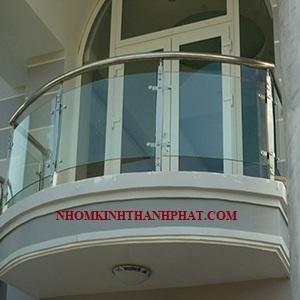 Lan can kính cường lực hình vòm dành cho các khách sạn