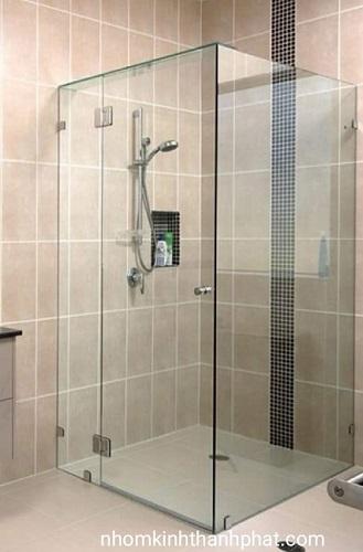 Phòng tắm kính 90 độ sử dụng kính trong suốt