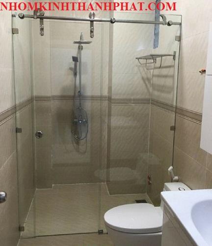 Phòng tắm kính với diện tích nhỏ