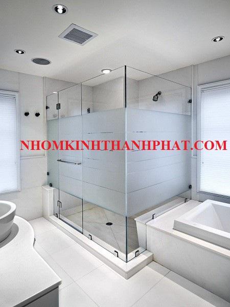 Phòng tắm kính 180 độ sử dụng kính mờ