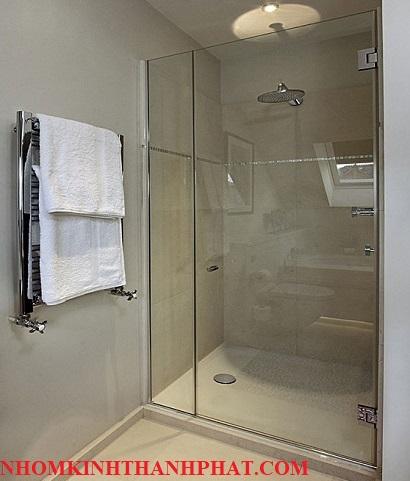 Phòng tắm kính nhỏ và phổ biến ở các chung cư