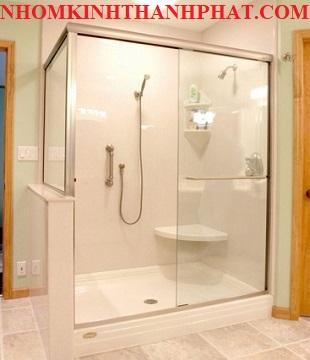 Phòng tắm kính sang trọng với thiết kế đơn giản