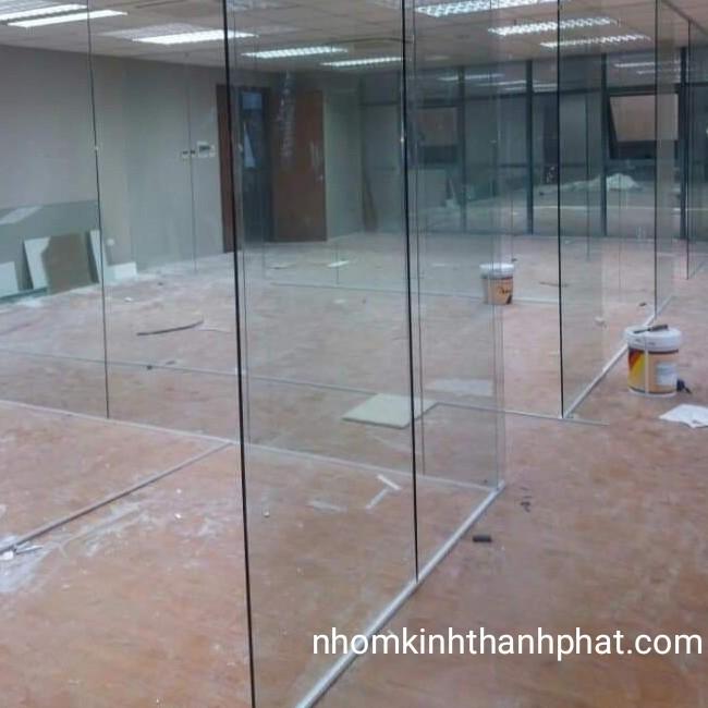 Mẫu vách ngăn văn phòng sử dụng kính cao cấp